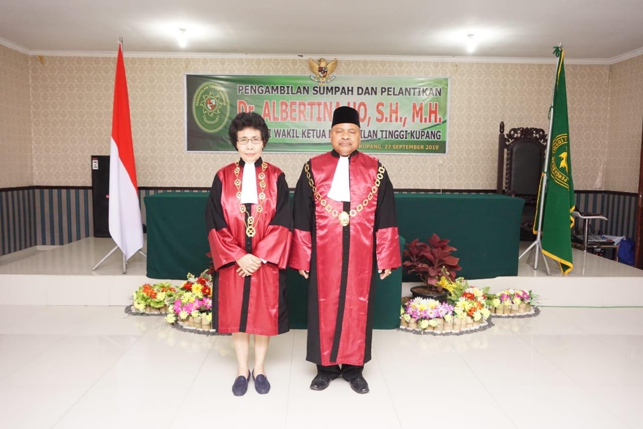 Pengambilan Sumpah dan Pelantikan Dr. Albertina Ho, S.H.,M.H. sebagai Wakil Ketua Pengadilan Tinggi Kupang